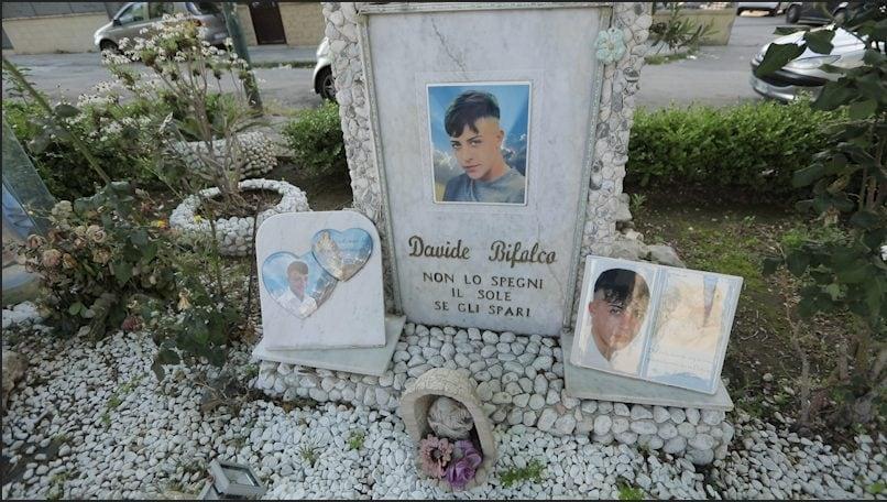 [Monumento di Davide Bifolco al Rione Traiano / Foto Fanpage.it]