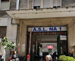 Napoli, infermiera del Pellegrini picchiata in ospedale dall'ex marito