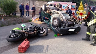 Montecalvo Irpino, violento schianto tra auto e moto: feriti una donna di 62 anni e un 24enne