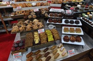 Pasticcerie Bakery col cibo americano, blitz dei Nas a Napoli e Caserta