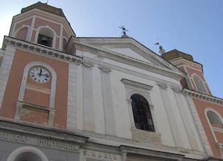 Ischia, paura in chiesa: principio d'incendio a causa di una sigaretta accesa