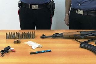 Blitz al Parco Verde, i carabinieri trovano un kalashnikov e una penna-pistola