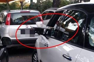 Lo chalet di Mergellina si inventa il vassoio per le auto in doppia fila