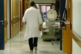 Finto medico chiede soldi per beneficenza all'Ospedale del Mare: truffati malati e parenti