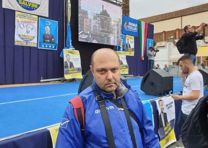 Il fotoreporter Fabio Sasso prima del comizio di Salvini (Foto: sindacatogiornalisti.it)