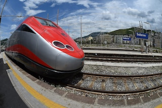 Treni Alta Velocità Roma-Napoli, che disastro: ritardi fino a 2 ore e guasti continui