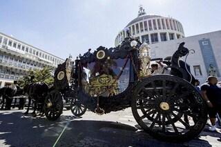 Sequestrate le pompe funebri Cesarano: sono quelle dei funerali dei Casamonica