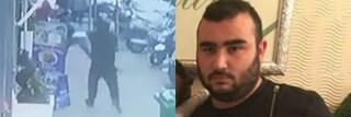"""""""Ammazzatelo"""": l'odio per Armando del Re davanti alla caserma dei carabinieri di Siena"""