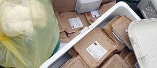 Ponti Rossi, cibo scaduto della mensa scolastica gettato nei rifiuti, indagano i carabinieri