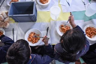 Napoli, la fuga dalle mense scolastiche: le famiglie preferiscono il panino da casa per i bimbi