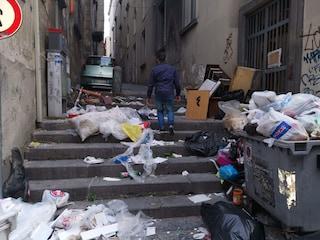 """Museo Madre, ingresso invaso da rifiuti: """"Vergogna a poche ore dalla notte europea dei musei"""""""
