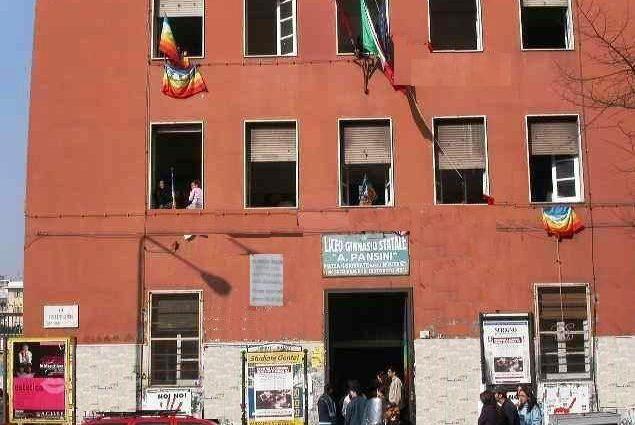 Il liceo Pansini in piazza Quattro Giornata a Napoli