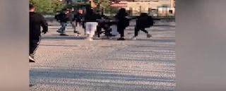 Giugliano, 13enne massacrata di botte da un gruppo di coetanee per un post su Facebook