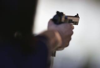 Ubriaco e armato di pistola, minaccia un passante in strada a Villa di Briano: arrestato