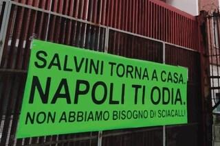 """Spuntano ovunque striscioni contro Salvini: """"Torna a casa, Napoli ti odia"""""""