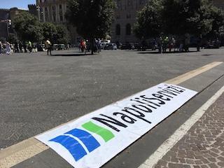 NapoliServizi ancora senza bilancio, bloccati i premi: lavoratori in piazza. Aggredito consigliere