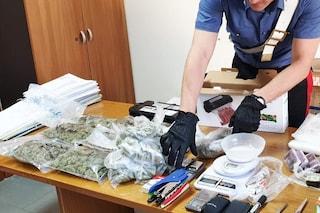 Marijuana e hashish nel ripostiglio di casa, sequestrata scorta della piazza di spaccio