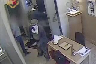 Presa banda del buco, 9 arresti: 5 rapine in pochi mesi, l'ultima alla gioielleria Trucchi