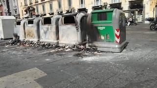 Napoli, bruciati i cassonetti per la raccolta differenziata a Piazza Dante e via Bellini