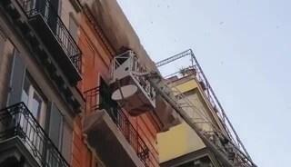 Ancora crolli a Napoli: cadono calcinacci vicino alla metro di Toledo