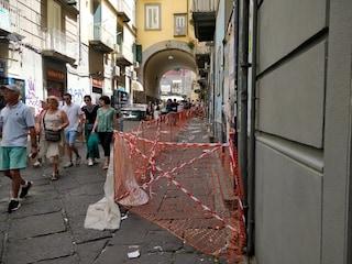 Napoli, dopo il crollo di Via Duomo cadono calcinacci anche su via Port'Alba