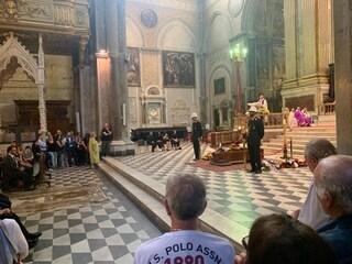 Folla e lacrime ai funerali di Rosario Padolino, commerciante morto in via Duomo