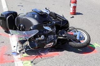 Incidente a Barra, due minorenni si schiantano contro automobile, grave 15enne
