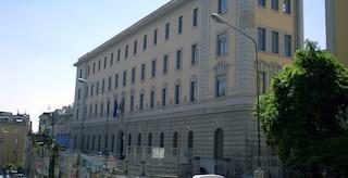 Prof del Liceo Vico arrestato per violenza su ragazze, a scuola ora ci sono guardie giurate