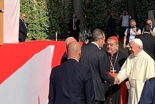 Papa Francesco è arrivato a Napoli: incontro con de Magistris e Sepe