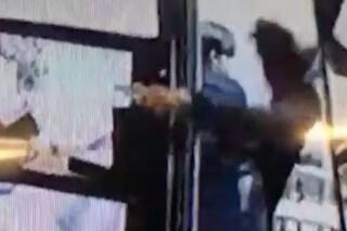 A 16 anni tenta rapina in gioielleria nel Casertano con pistola e spray urticante
