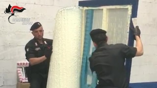 Napoli, smantellata una rete internazionale di contrabbando di sigarette: 28 arresti