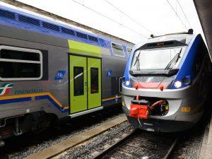 Sapri, donna tossisce a bordo: il treno resta fermo due ore in attesa del tampone