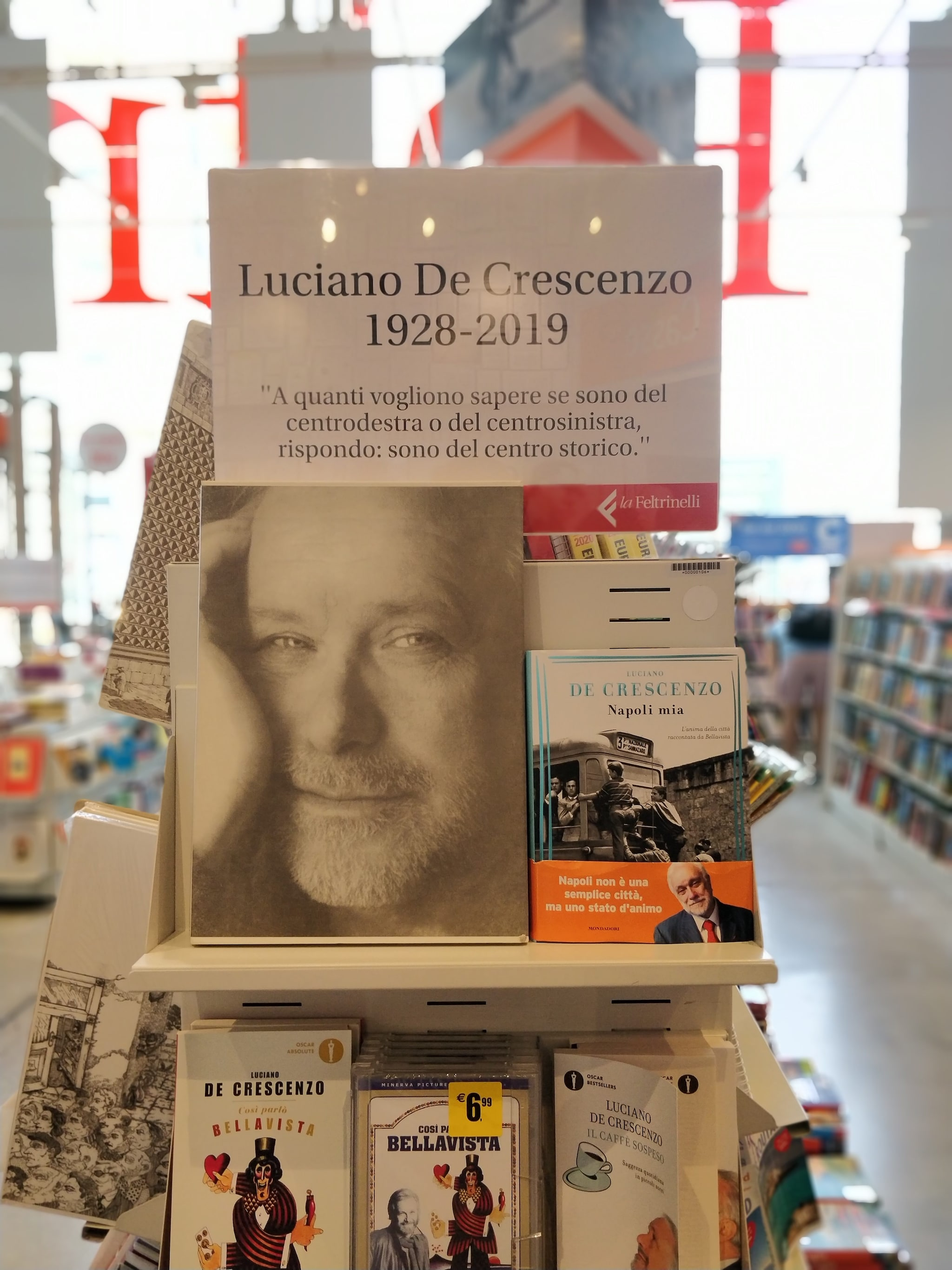 L'omaggio delle librerie Feltrinelli