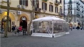 Tavolini gratis e ovunque per bar e ristoranti, il Consiglio comunale contro de Magistris