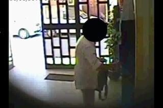 Cardarelli, il video dei furbetti del cartellino: 12enne timbra al posto della mamma