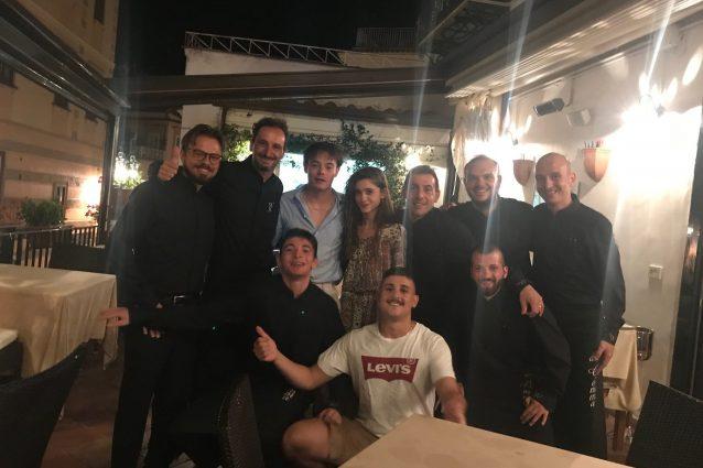 Natalia Dyer e Charlie Heaton, ospiti della Trattoria Gemma di Amalfi. [Foto per gentile concessione del ristorante]