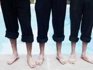"""Nel dialetto napoletano non è solo il pantalone troppo corto a chiamarsi """"a zompafuosso""""."""