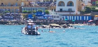 Ischia, barca rischia di affondare: salvate 6 persone tra cui 2 bambini