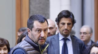 """Migranti in Penisola Sorrentina, la Lega porta il caso in Parlamento: """"Come sono arrivati fino a qui?"""""""