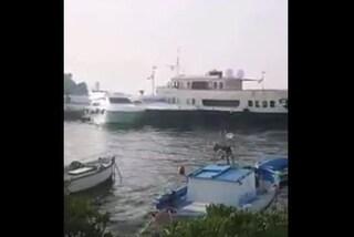 Lacco Ameno, yacht fuori controllo travolge altre imbarcazioni e si scontra con la banchina