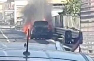 Automobile in fiamme sull'Autostrada A3, code in direzione di Salerno