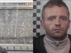 Una foto di Robert Lisowski, detenuto fuggito, diffusa dalla Questura di Napoli
