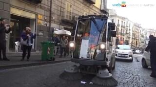 Da settembre anche a Napoli le spazzatrici laveranno le strade. Ecco dove