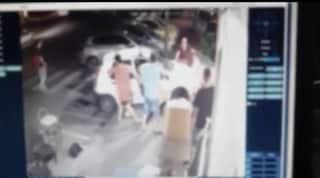 Auto impazzita a piazza Nazionale, due donne travolte sul marciapiede: sono gravi