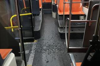 Vandali sugli autobus, già danneggiato uno dei mezzi nuovi di Anm