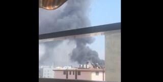 """Incendio Battipaglia, l'incubo dei residenti: """"Dopo ore ancora fumo e puzza"""""""