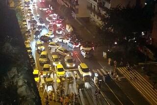 Traffico in tilt a Fuorigrotta per blocco stradale in via Giulio Cesare