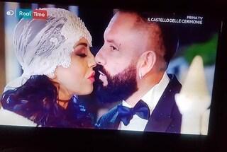 Torna il Castello delle cerimonie: fan in delirio per le nozze della neomelodica Giusy Attanasio