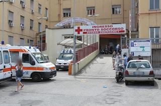 Violenza all'ospedale Loreto Mare: ubriaco prende a pugni due guardie giurate
