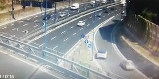 Retromarcia su Tangenziale di Napoli, automobilista rischia di provocare incidente mortale